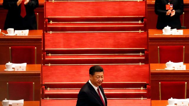 China bloqueia menções a livros nas redes sociais