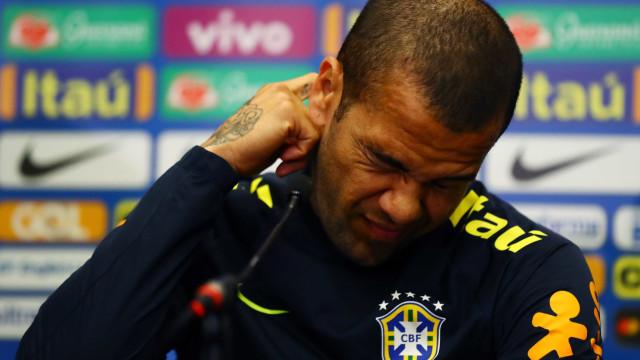 Declaração de Dani Alves sobre morte de jogador repercute mal na Itália
