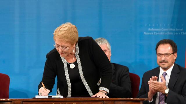 Perto de deixar o poder, Bachelet propõe nova Constituição