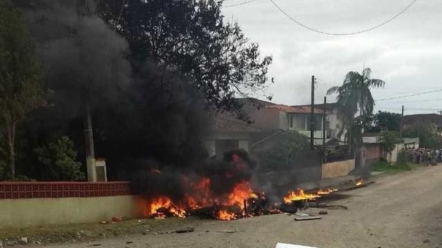 Helicóptero é sequestrado, cai e três pessoas morrem em SC