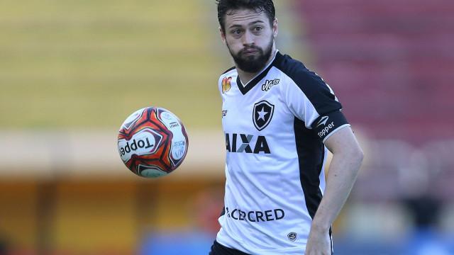 Jogador do Botafogo é operado com sucesso após grave lesão