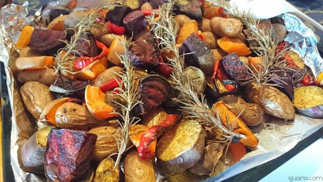 Legumes assados numa receita vegetariana para o outono