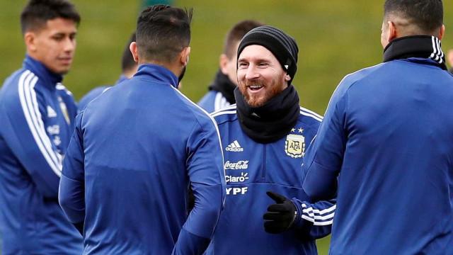Messi faz 1º treino e Sampaoli arma Argentina com meia do Independiente