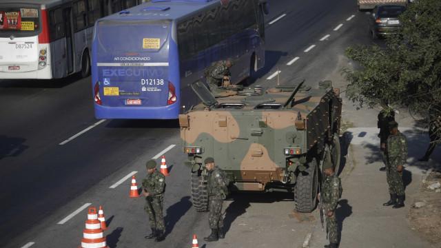 Exército faz operação em rodoviais federais e na avenida Brasil, no Rio