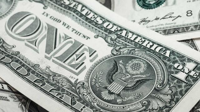 Dólar fecha no maior valor do ano em meio à guerra entre EUA e China