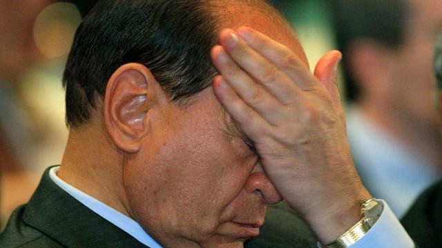 Itália: Berlusconi vira réu mais uma vez por subornar prostitutas