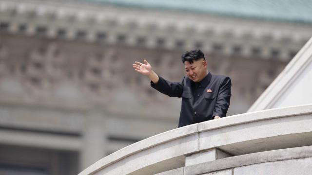 KimJong-unestá fazendo uma visita secreta à China, diz agência