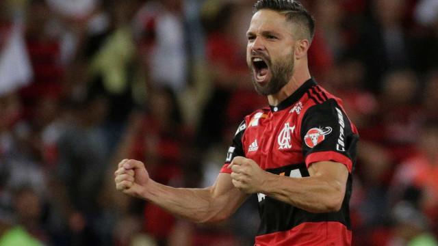 'Não jogo para ser o centro das atenções', diz Diego sobre cobranças
