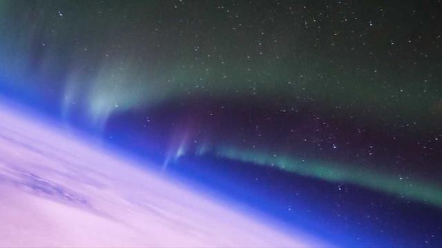 Piloto da força aérea capta belas imagens de aurora boreal
