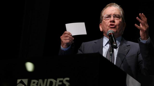 Presidente do BNDES entrega carta de demissão a Temer