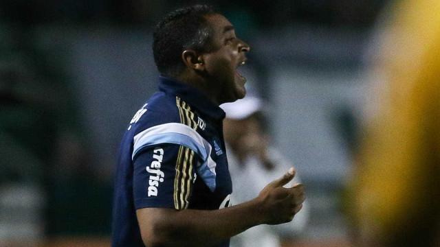 Classificação no sufoco ajuda Palmeiras a manter pés no chão, diz Roger