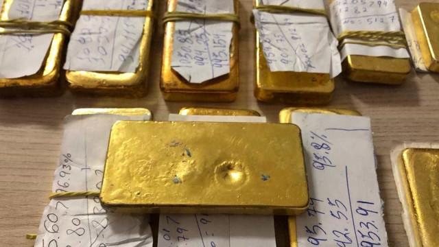 Homem é flagrado com 12 barras de ouro em voo para Brasília