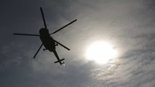 Helicóptero da polícia é atingido por tiro durante operação na Maré