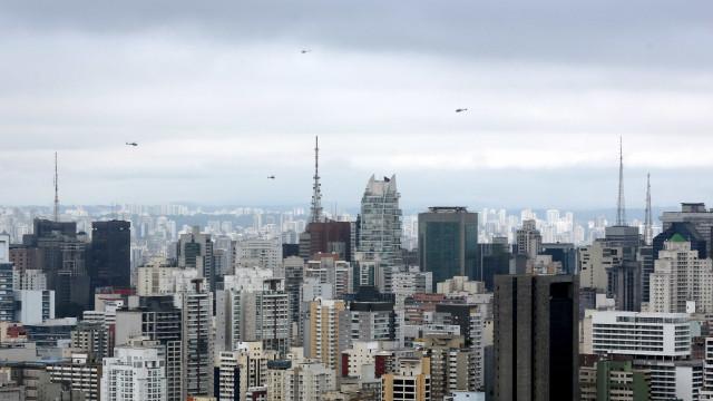 Crédito para financiamento de imóveis cai pela metade
