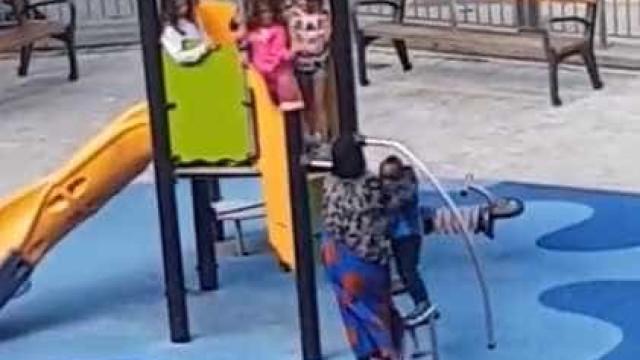 Racismo: crianças afastam menino negro em parque infantil na Espanha