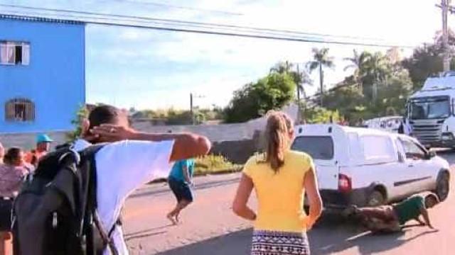 Motorista atropela manifestantes durante protesto no ES
