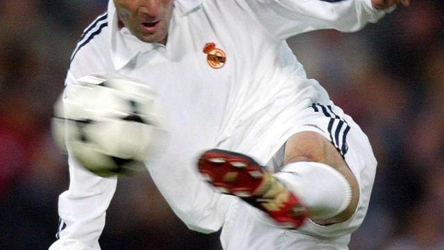 Zidane diz que gol marcado por ele em 2002 é mais bonito que o de CR7