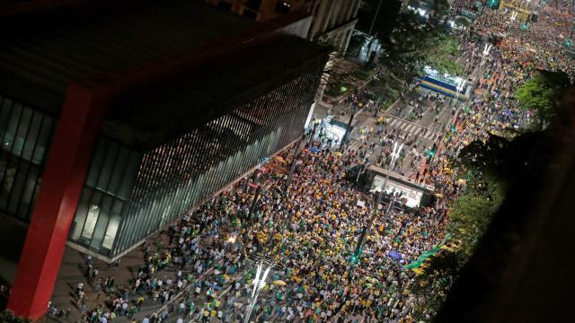 Manifestantes se reúnem em todo o Brasil contra HC de Lula