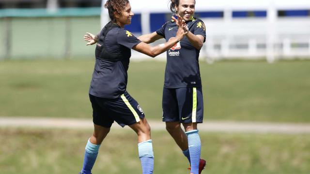 Vadão comanda treino com time completo antes da estreia na Copa América