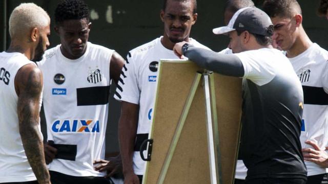 Jair tem folga de 8 dias para testar e definir meio-campo do Santos