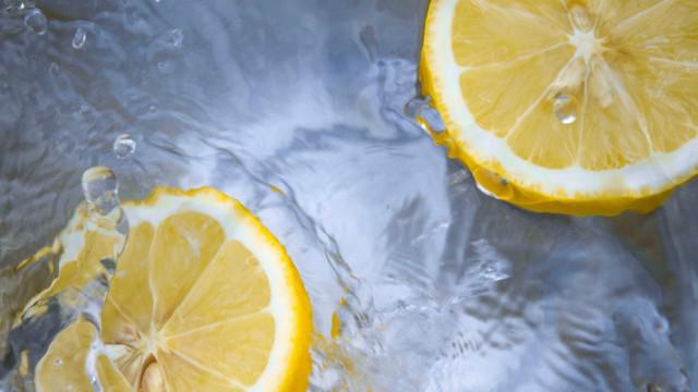 Como fazer um detox (sem recorrer aos sucos verdes)