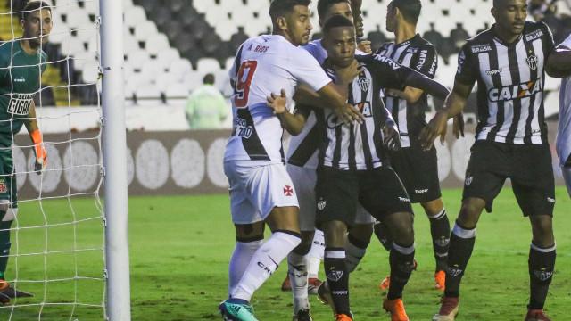 Último grande reforço do Atlético-MG, Elias segue questionado