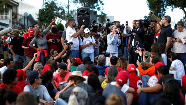 Lula está bem e não permitiu que ninguém chorasse, dizem senadores