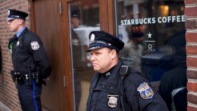 Caso de racismo leva Starbucks a fechar lojas nos EUA por um dia