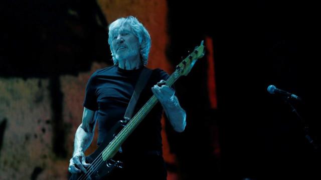 Roger Waters foi pressionado por Capacetes Brancos