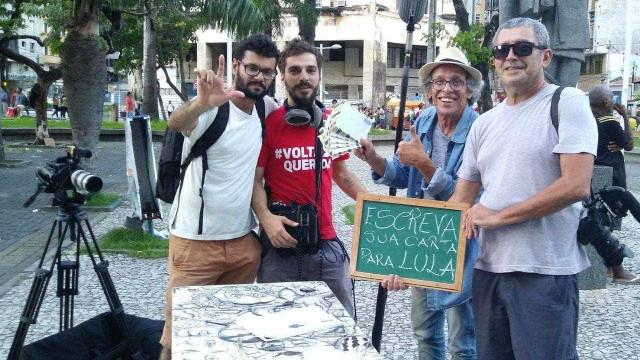 Ator escreve cartas para Lula ditadas por moradores do Recife