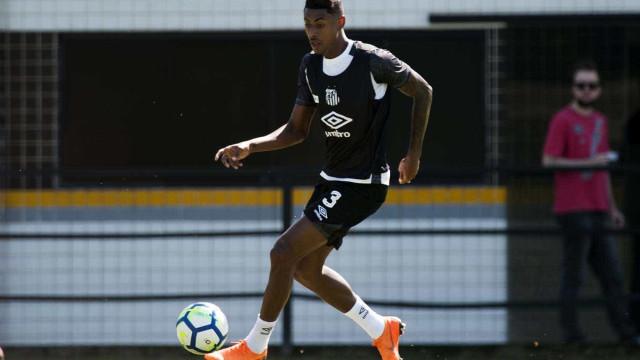 Bruno Henrique volta ao Santos após três meses parado por lesão no olho