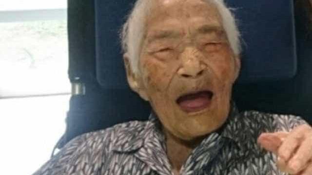 Mulher mais velha do mundo morre aos 117 anos