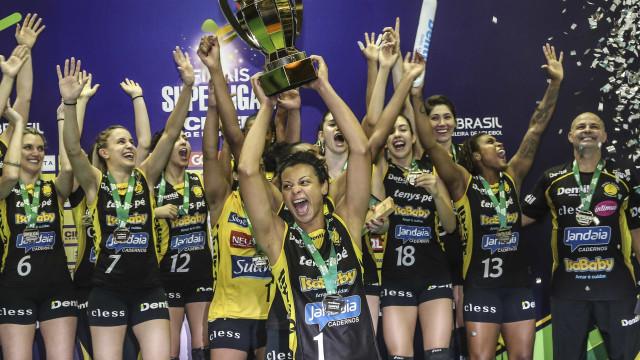 Praia Clube vence o Rio e leva título inédito da Superliga de vôlei