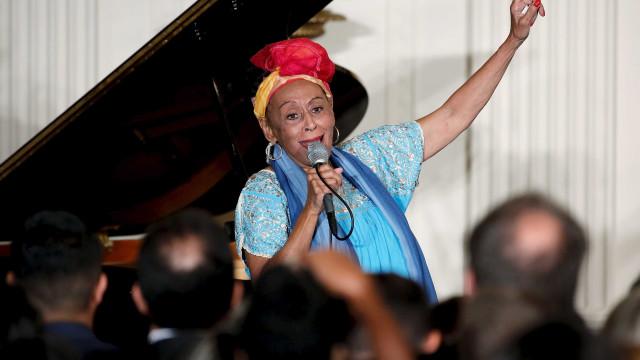 Aos 87 anos, Omara Portuondo dança até o chão em shows no Brasil