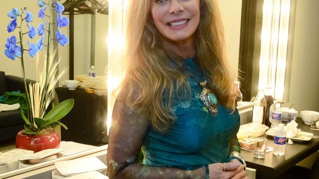 Bruna Lombardi abre álbum e mostra fotos de 'quando era menina'; veja