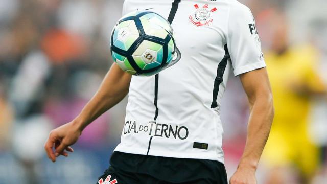 Corinthians abre cofres e fica perto de acordo com Balbuena