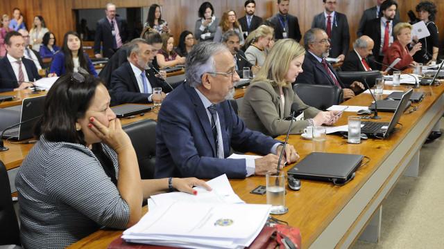 Em relatório após diligência na PF, comissão constata violações a Lula