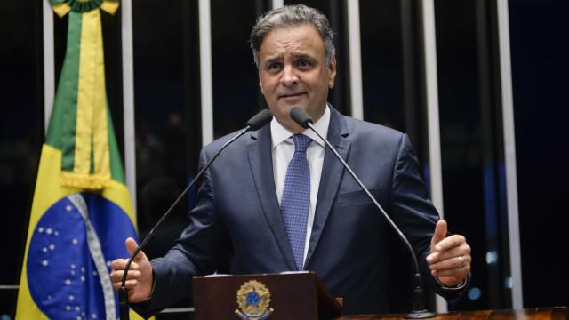 Aécio Neves presta depoimento de três horas à Polícia Federal
