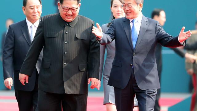 Líderes das Coreias do Sul e do Norte se encontram em reunião histórica