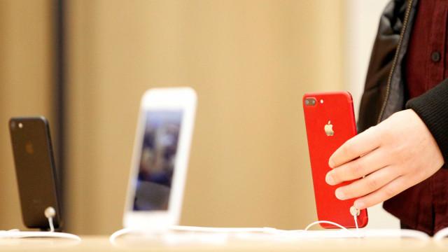 Edição vermelha dos iPhones 8 e Plus chega ao Brasil; veja os preços