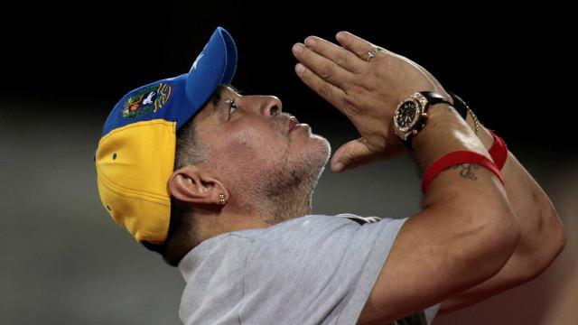 Maradona deixa clube da 2ª divisão por não conseguir acesso