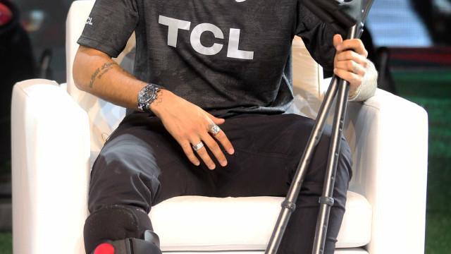 Torcedores dizem que tratamento de Neymar 'beira a indecência'