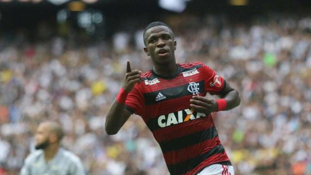 Fla vence Ceará com dois de Vinicius Jr e assume liderança