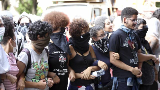 Após 19 dias, estudantes desocupam reitoria da UnB