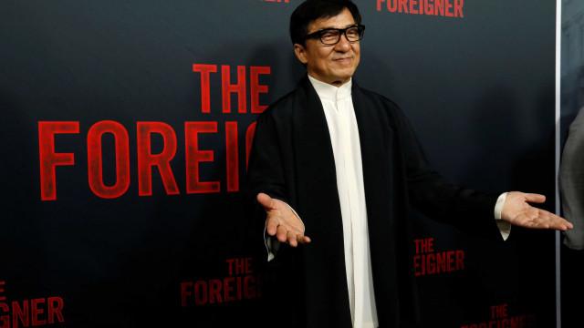 Filha de Jackie Chan diz ter dormido na rua porque pais são homofóbicos