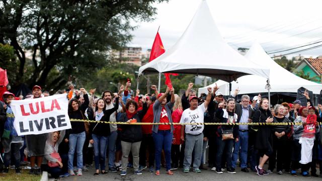Sindicalista ferido em acampamento pró-Lula tem alta da UTI