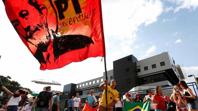 Em defesa de Lula, centrais sindicais realizam ato do Dia do Trabalho