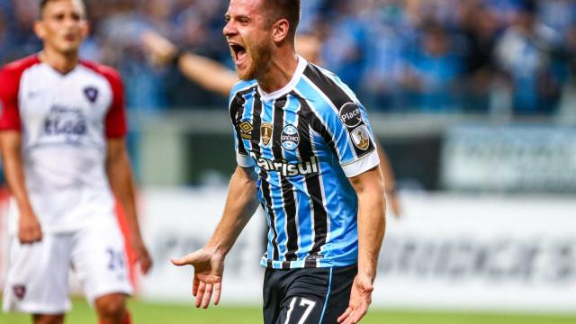 Grêmio atropela Cerro Porteño e vira líder de grupo na Libertadores