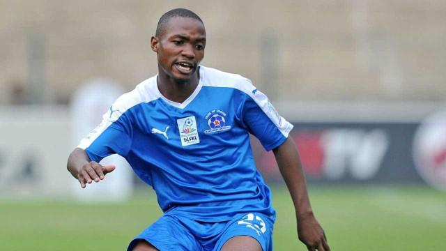 Jogador sul-africano morre após ser atingido por raio em amistoso