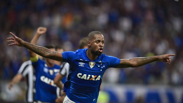 Com gol de Dedé, Cruzeiro supera Botafogo e vence a 1ª no Brasileirão